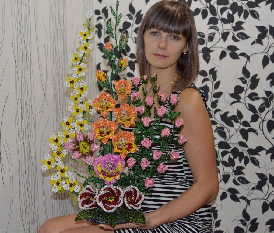 Власова Елена, 33 года. г. Котельниково. Букет из бисера Мой край родной, люблю цветов твое разнообразие!
