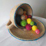 Блюдо с пасхальными яйцами