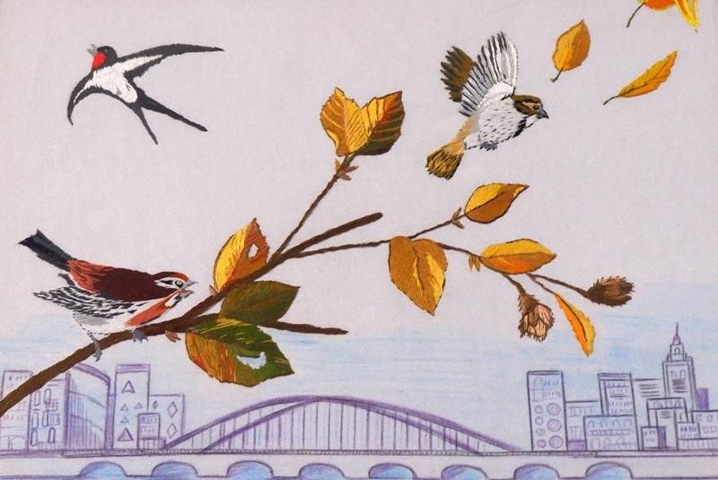 Фото Н. Трубачёва. Птицы над городом. Смешанная техника на ткани.