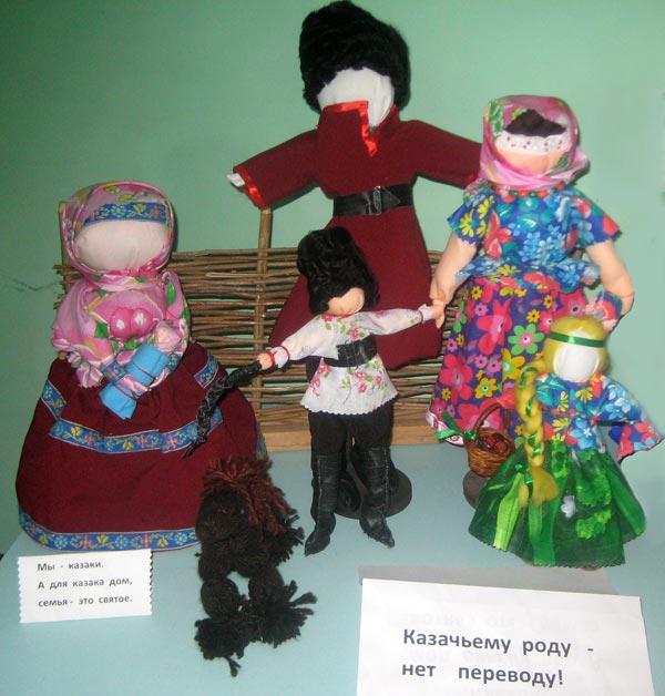 Л. Гладких. Народная кукла. Композиция Казачьему роду нет переводу.