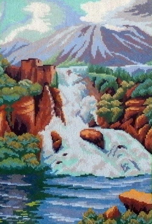 А. Вихарева. Водопад. Вышивка.